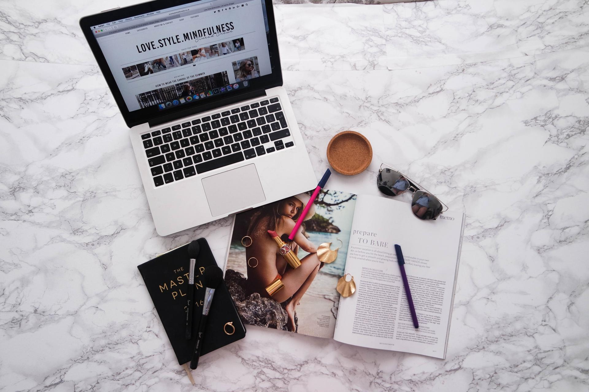 how I take my instagram photos flatlay setup