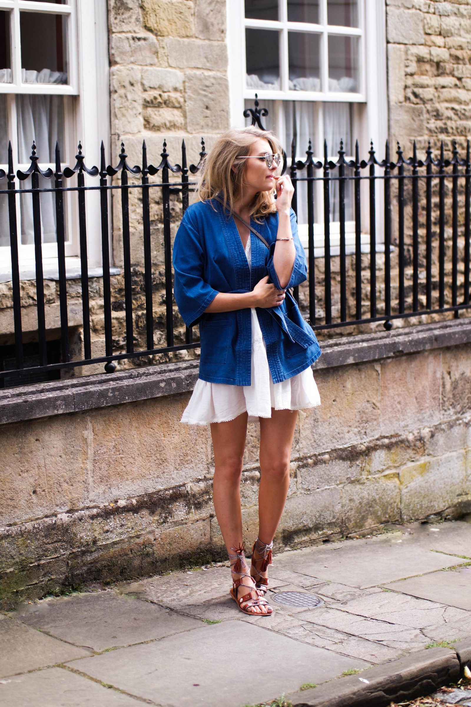 How to wear the sandal of the summer Denim Jacket