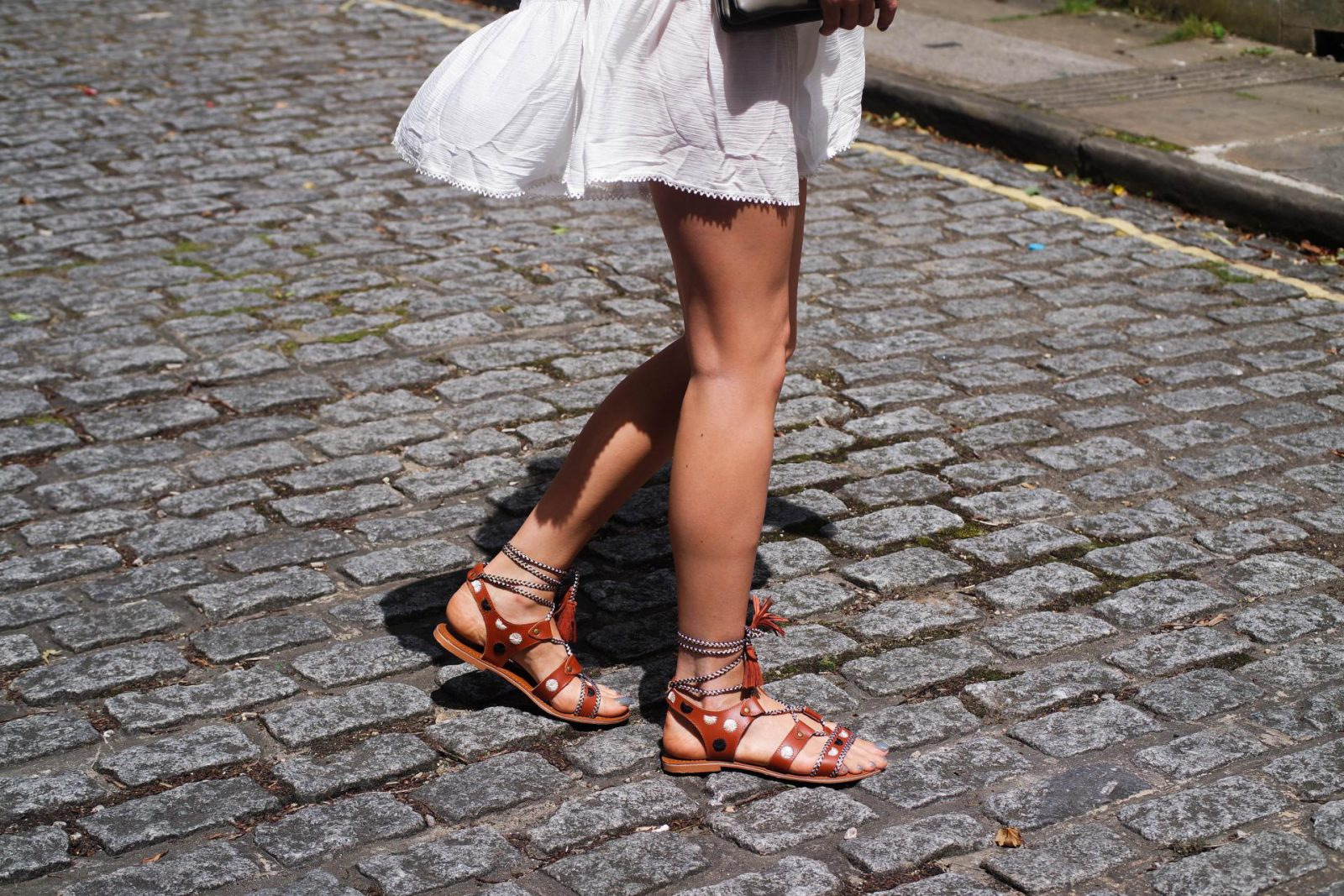How to wear the sandal of the summer Embroidered Sandals