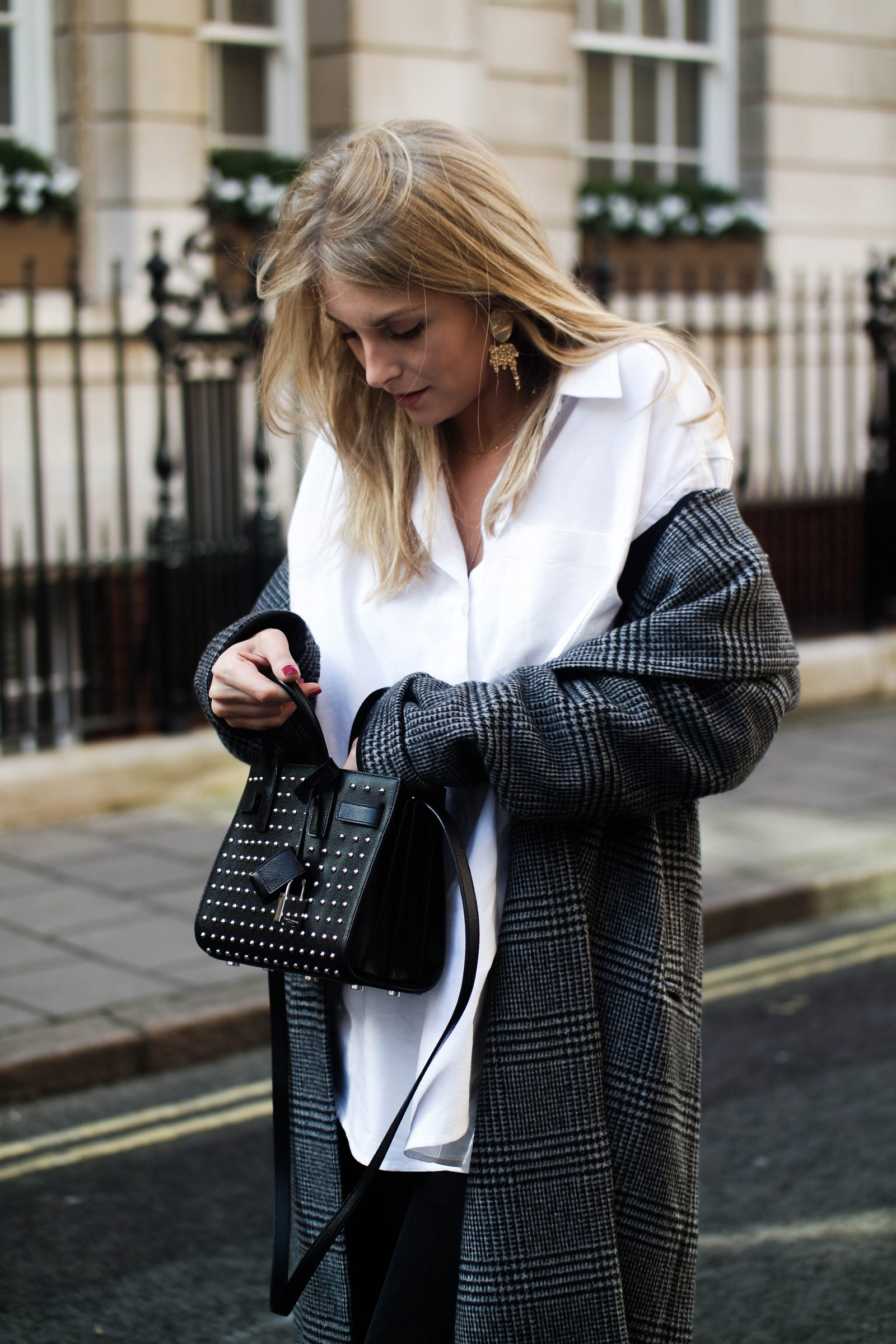 LFW Day 3 Keeping It Monochrome - Blogger Street Style