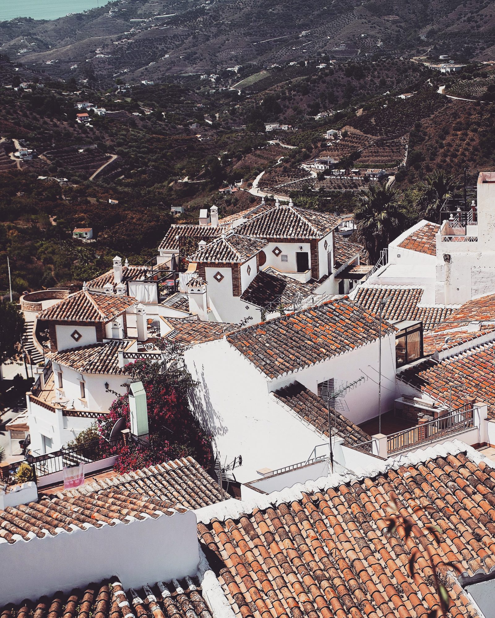 Otterbox Out Of Office Frigiliano Rooftops