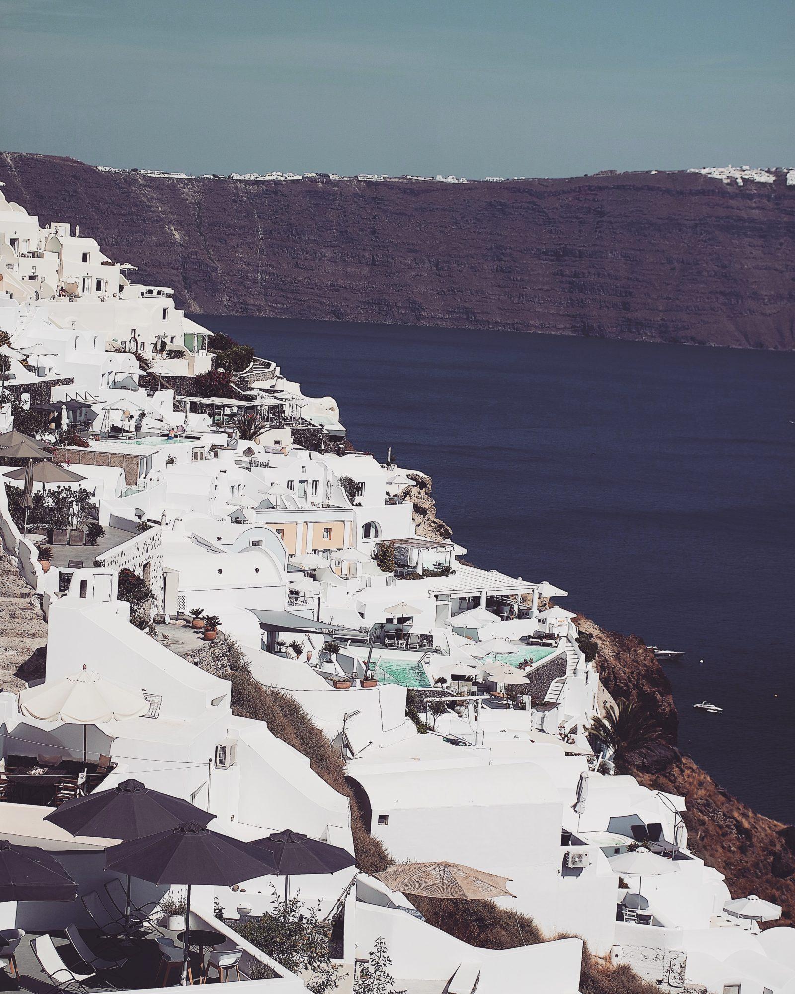 Holiday LookBook - Santorini OIA