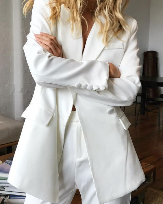 WORKWEAR OUTFIT IDEAS - OVERSIZED WHITE BLAZER