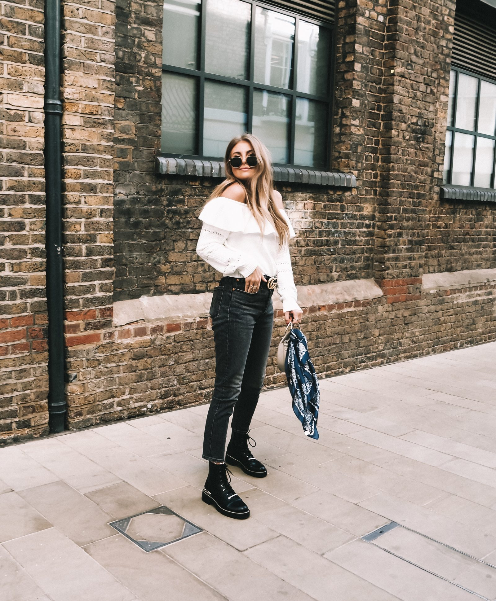 Moving To London - Lulus Outfit - Levis Jeans - Sinead Crowe