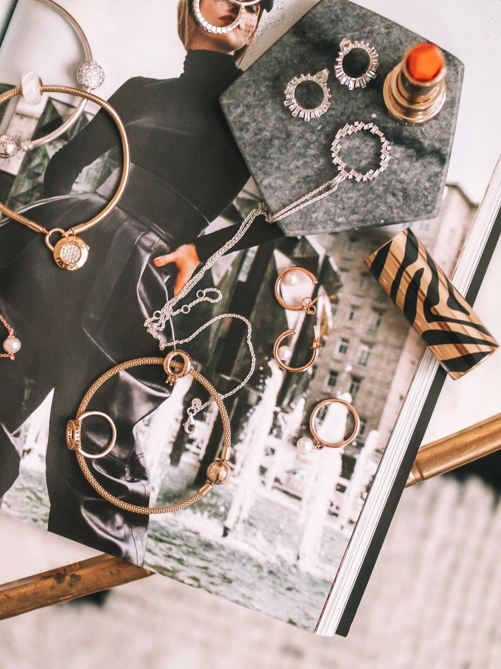 Pandora-Gift-Guide-Pandora-Gold-Locket-Bracelet