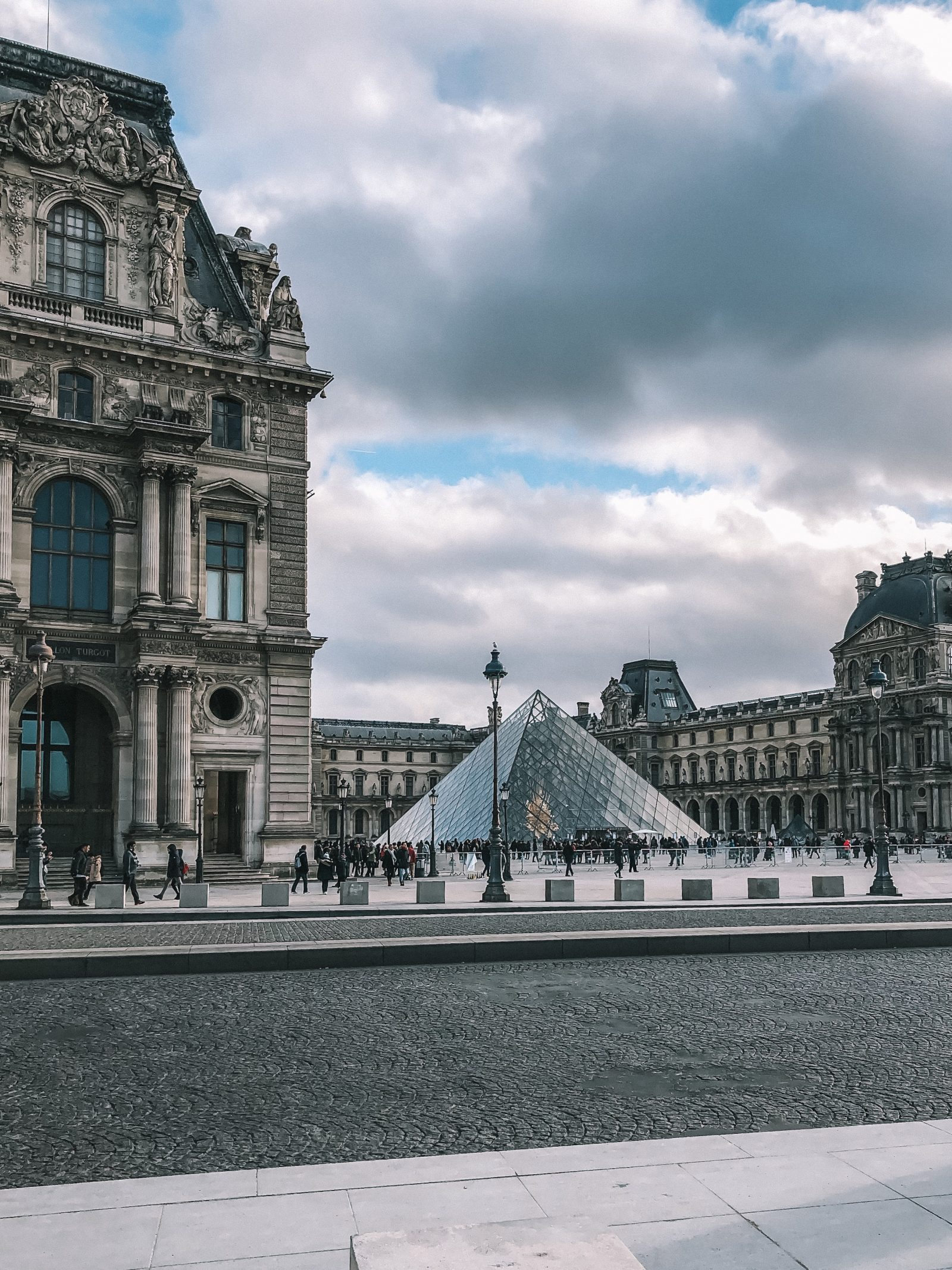Paris City Guide - Louvre
