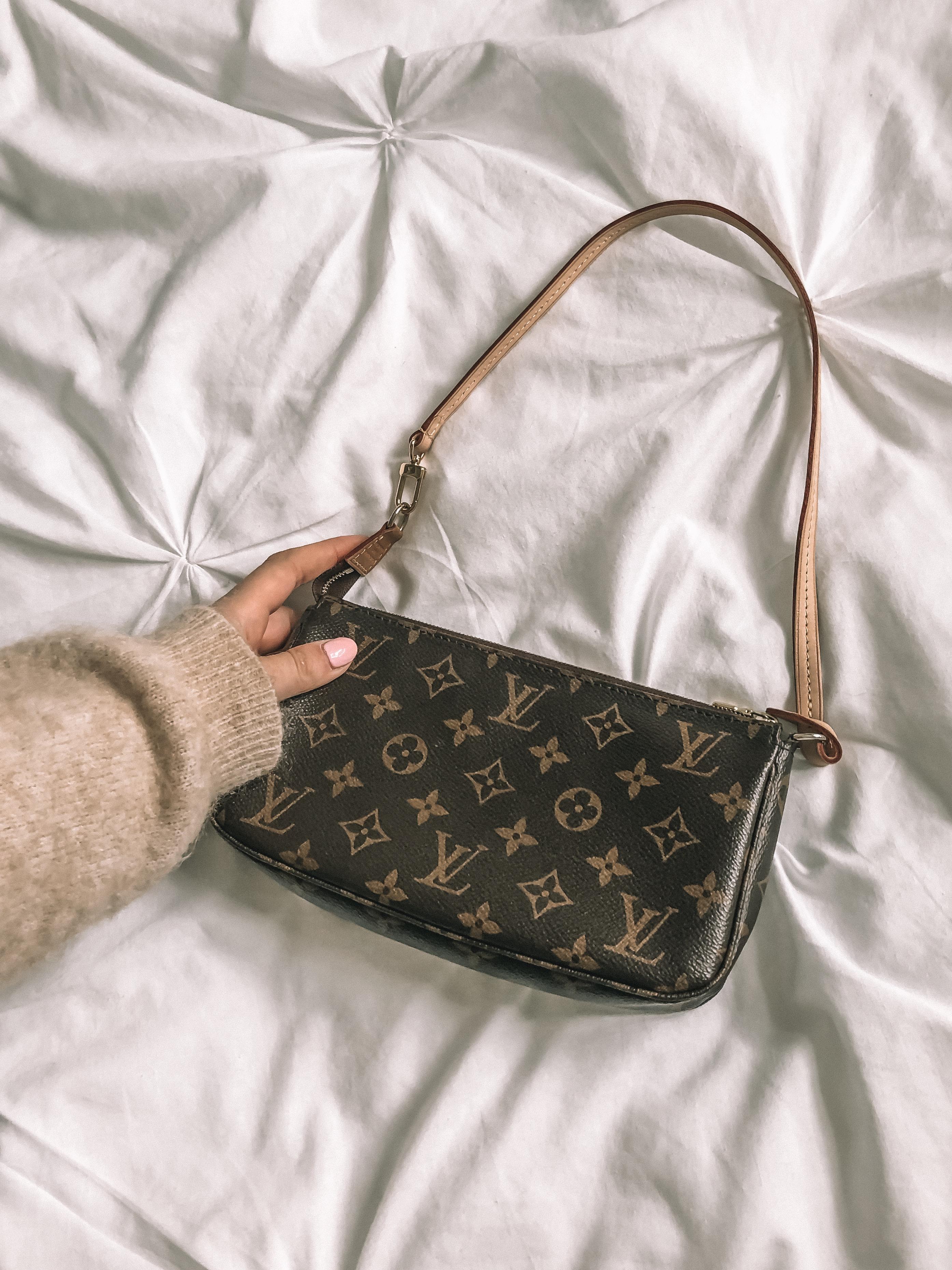 90s Handbag - Louis Vuitton Pochette Accessorie Mini Handbag