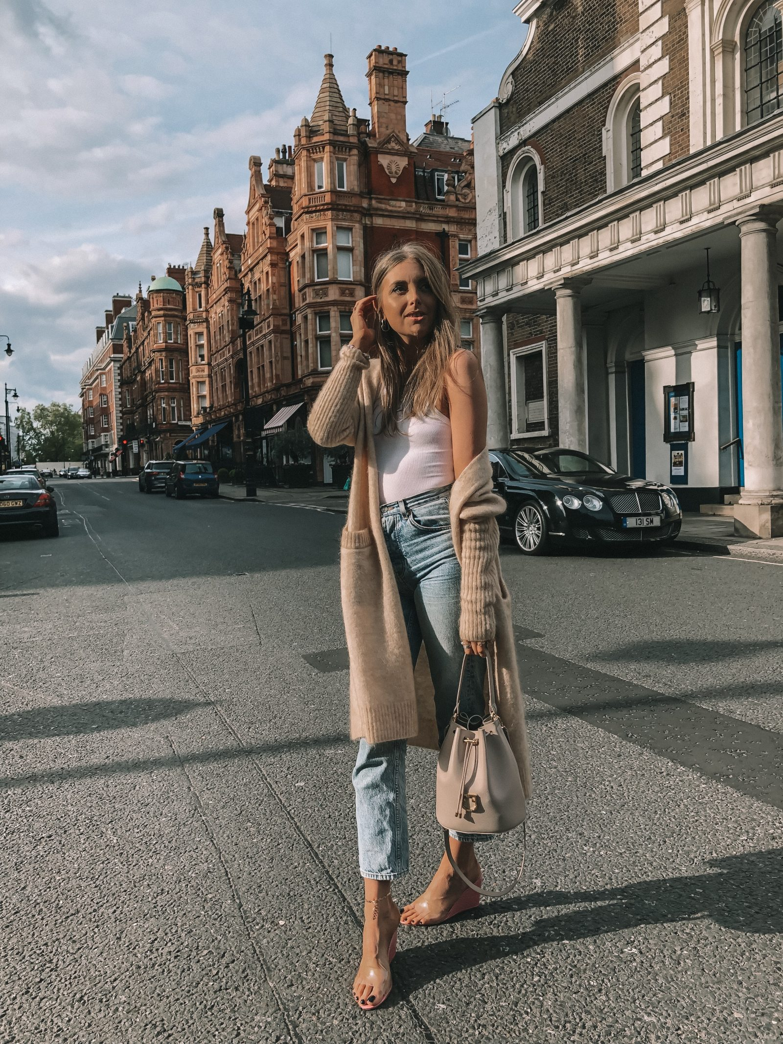 Spring Outfit Idea - Topshop Mom Jeans in Mayfair, London - Topshop Editor Jeans